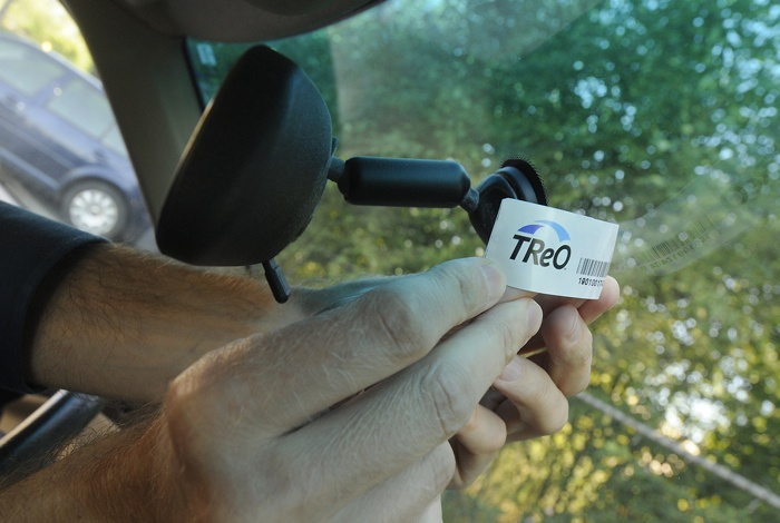 Registered TReO users' cars are electronically detected via a windshield tag as they cross the tolled Port Mann Bridge.