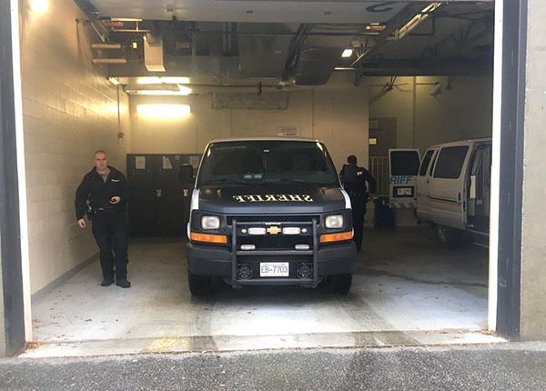 Sheriffs arrive at the Chilliwack Courthouse on Monday morning with Gabriel Klein. They shut the doors to the garage before Klein was removed from the vehicle.
