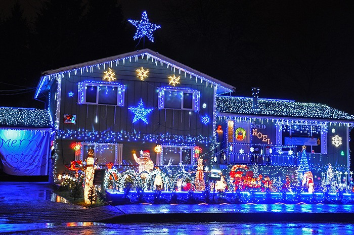 Brightening The Night With 40 000 Lights Langley Advance Times