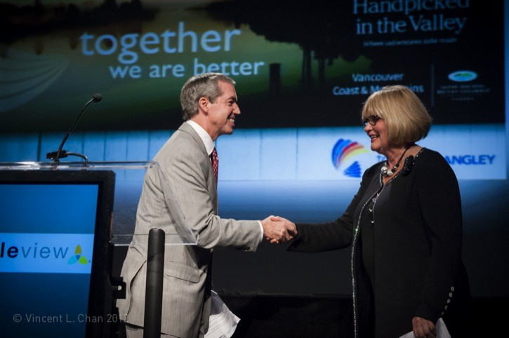 Township Councillor Bev Dornan accepted the award on behalf of Tourism Langley from Rick Vaughan, V.P. Sales & Marketing, Simpleview Inc.