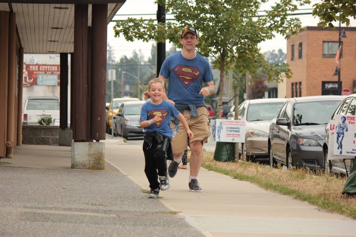 Running to the finish line at the 2017 Cloverdale Terry Fox Run. (Sam Anderson)