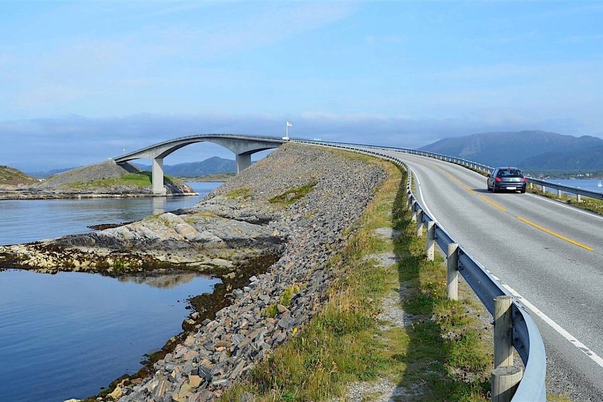 The North Atlantic Road, Norway. (Wikimedia Commons)