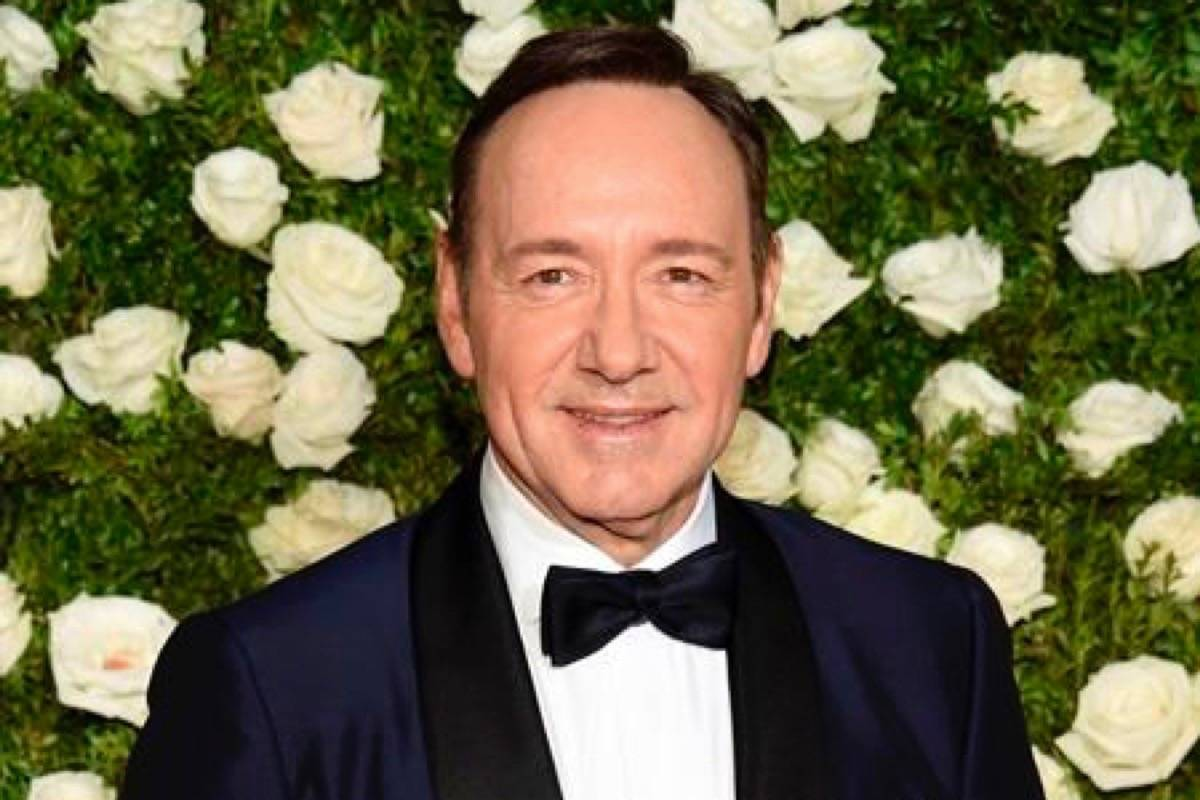 Kevin Spacey apologizes after actor accuses him of past harassment