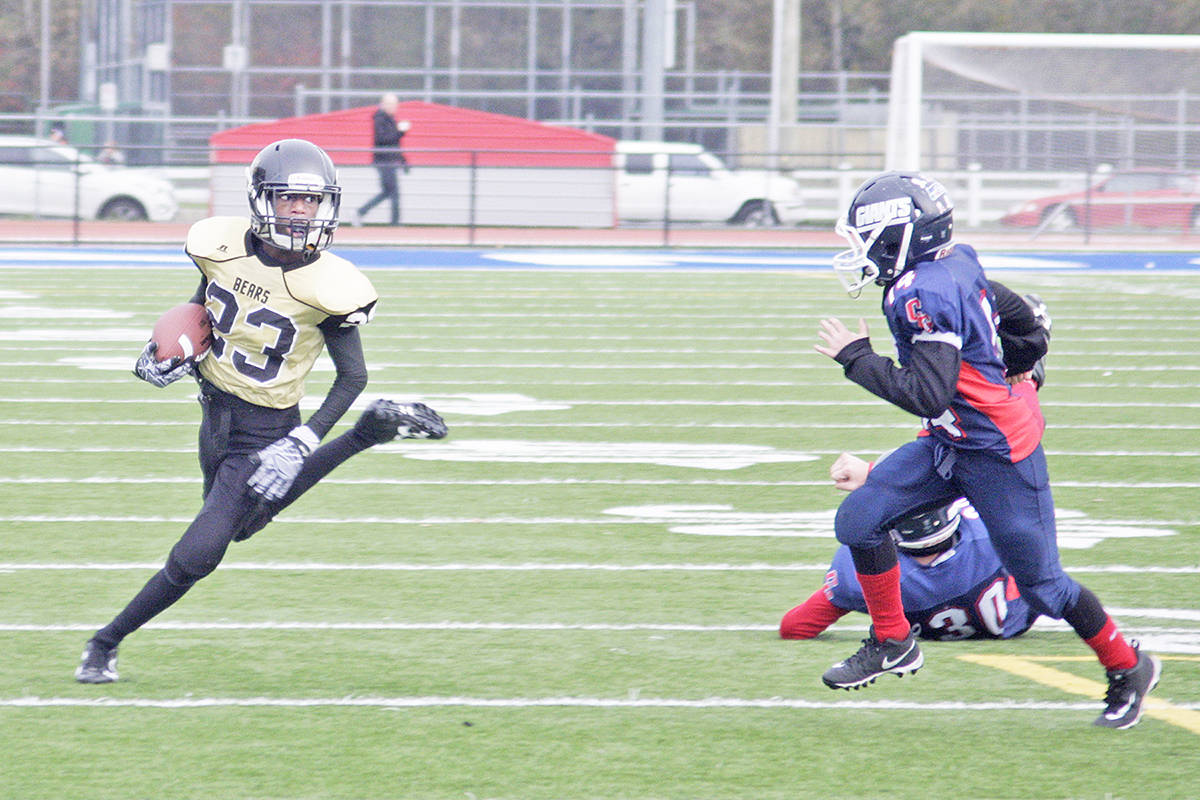 Bears Mathieu Gale heads for a touchdown. Gale scored three times in a 40 - 20 win over Chilliwack Blue in the VCFL JB semi-final game. Dan Ferguson Langley Times