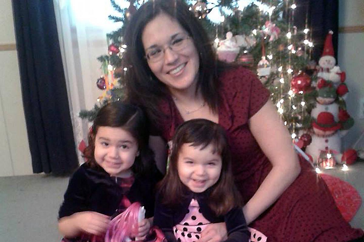 Clara Forman and her daughters Karina and Yesenia Forman. -Image: Facebook