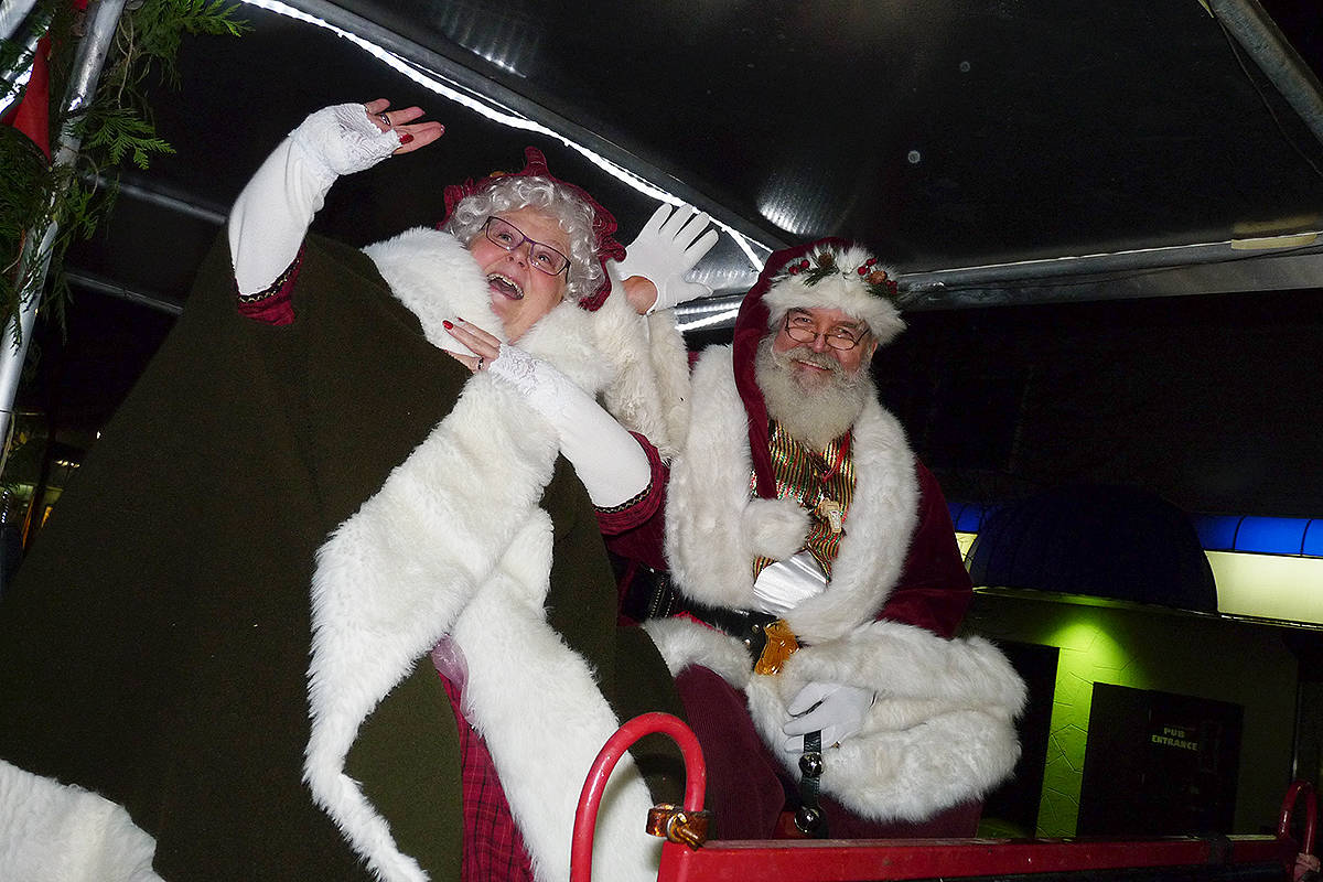 Santa and Mrs. Claus wave to their fans. Dan Ferguson Langley Times
