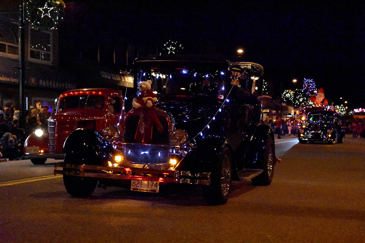 VIDEO: Thousands line the streets of Cloverdale to welcome Surrey Santa Parade