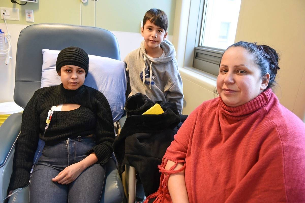 Shantee Anaquod with her brother, Jonathan, and mother, Jennifer, at Vancouver General Hospital on Dec. 19. Miranda Gathercole Langley Times