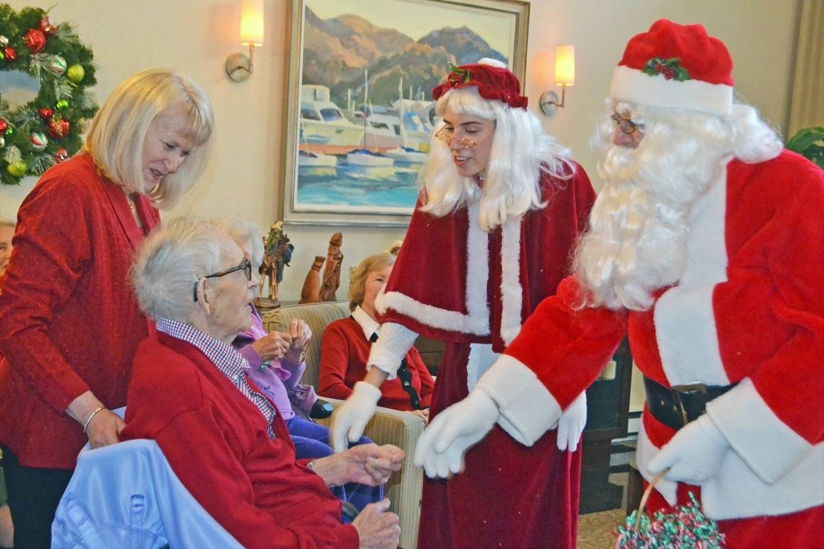 Santa and Mrs. Claus greet White Rock pioneer Bill Breaks and his daughter-in-law Wendy Breaks at Whitecliff retirement residence Dec. 20. The 96-year-old Breaks donated equipment to clear land for the city's hospital. (Tracy Holmes photo)