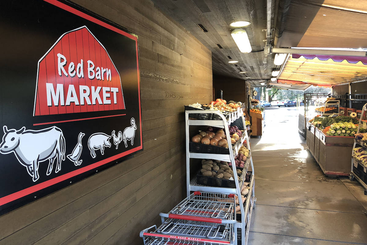 B.C. grocery store employees file suit against alleged 'peeping tom'