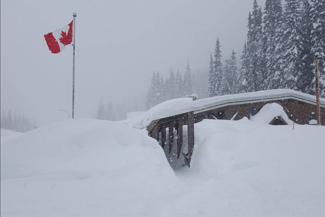 There's a lot of snow at Rogers Pass on Hwy. 1. (Twitter/LaoneHuman)