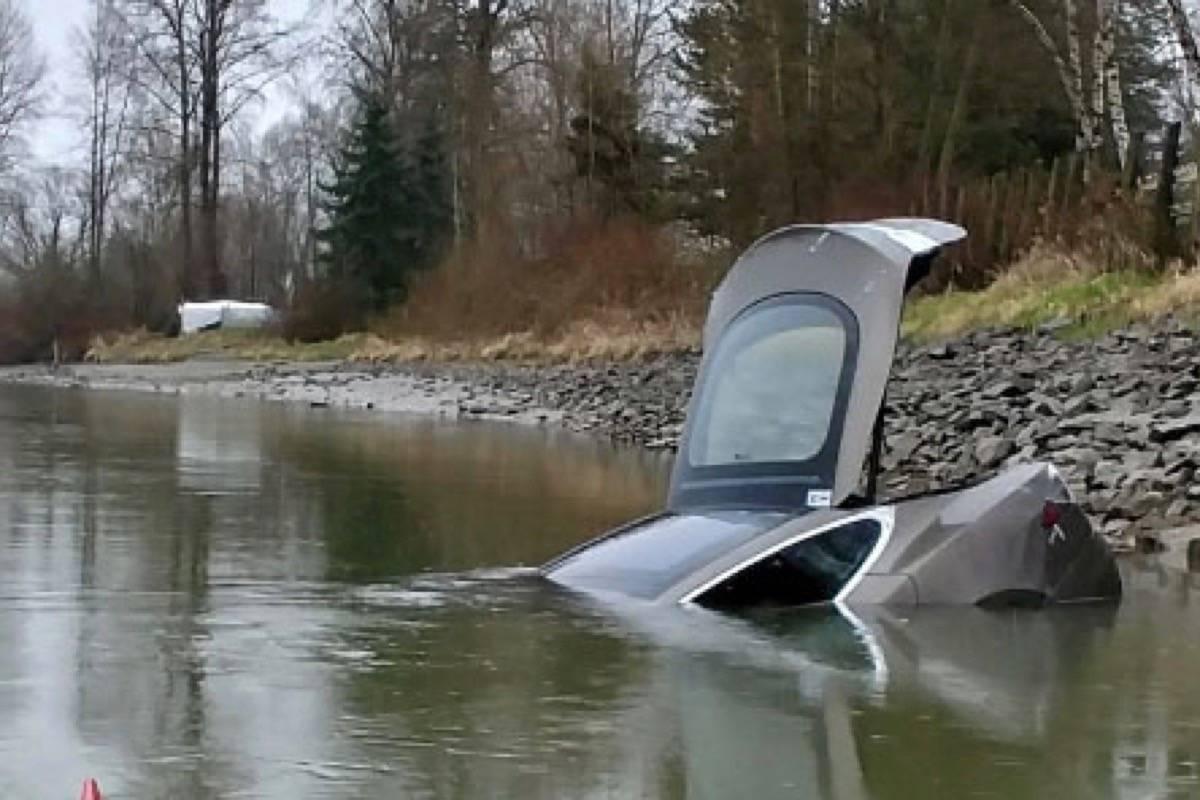Paddler aids police with stolen Tesla floating in the Fraser