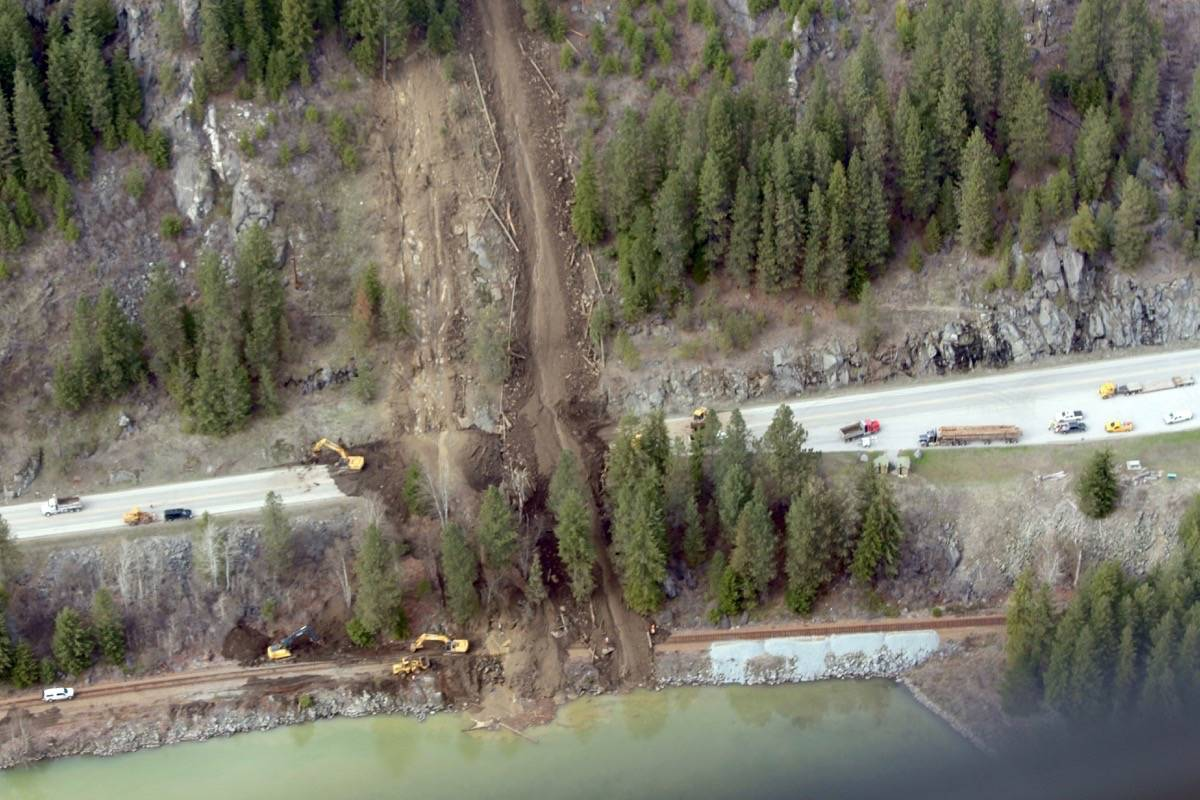 Mudslide near Castlegar, B.C. Air transportation provided by Dam Helicopters. (Betsy Kline/Castlegar News)