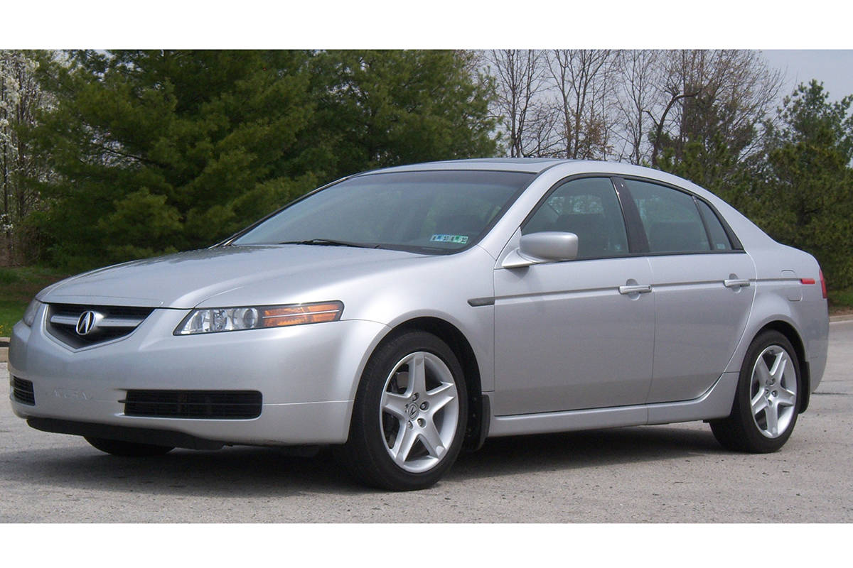 The suspect vehicle is described as a grey or silver Acura TL. (Wikimedia Commons)