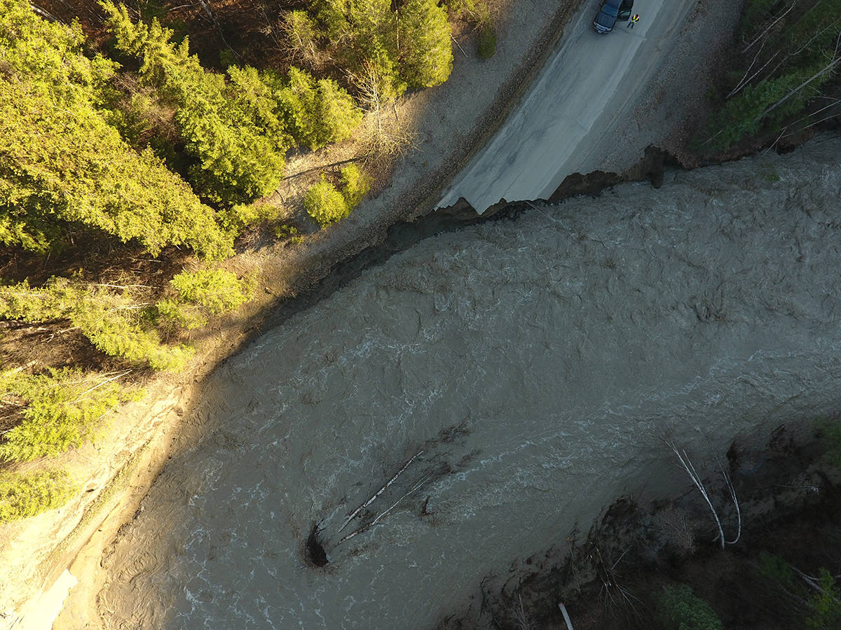 The West Fraser Road, 600 metres north of Narcosli. (Photos courtesy of Emcon Services)