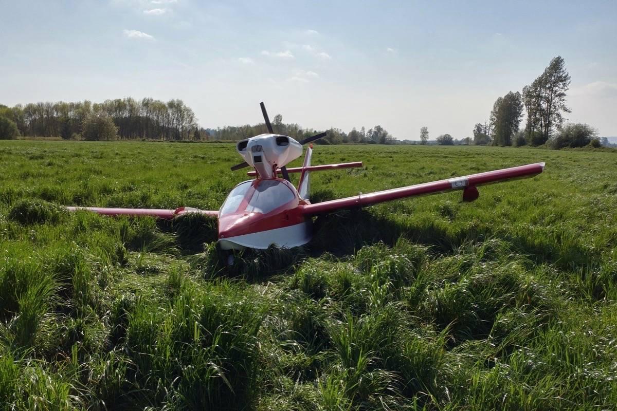 A plane went down in a Pitt Meadows field on Wednesday. (Neil Corbett/THE NEWS)                                An Osprey two-seater plane went down in a Pitt Meadows field on Wednesday. (Neil Corbett/THE NEWS)