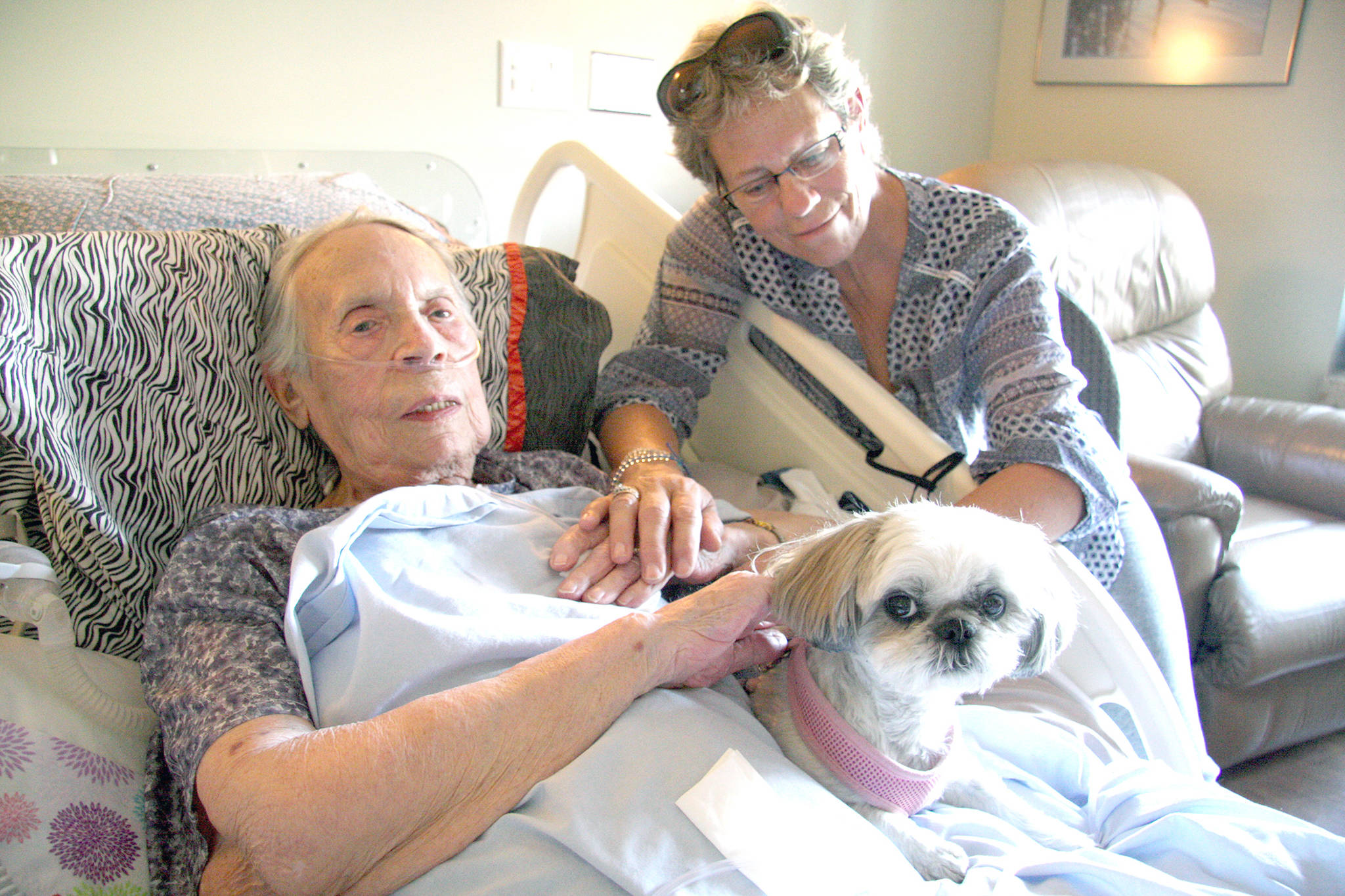 Shirley Quinn, 91, with her daughter Kathryn MacDonald, her dog KK, and the rest of her family by her side, passed away with help from the Medical Assistance in Dying program in May. (Jennifer Smith/Morning Star)