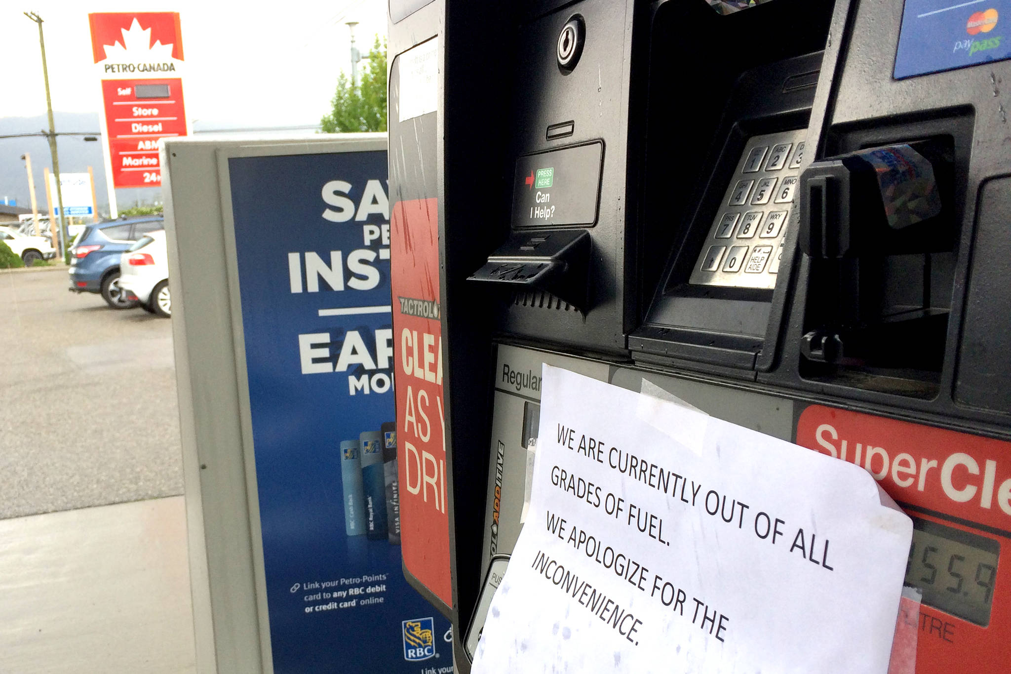 The Petro-Canada gas station on 25th Avenue is out of fuel. (Jennifer Smith/Morning Star)