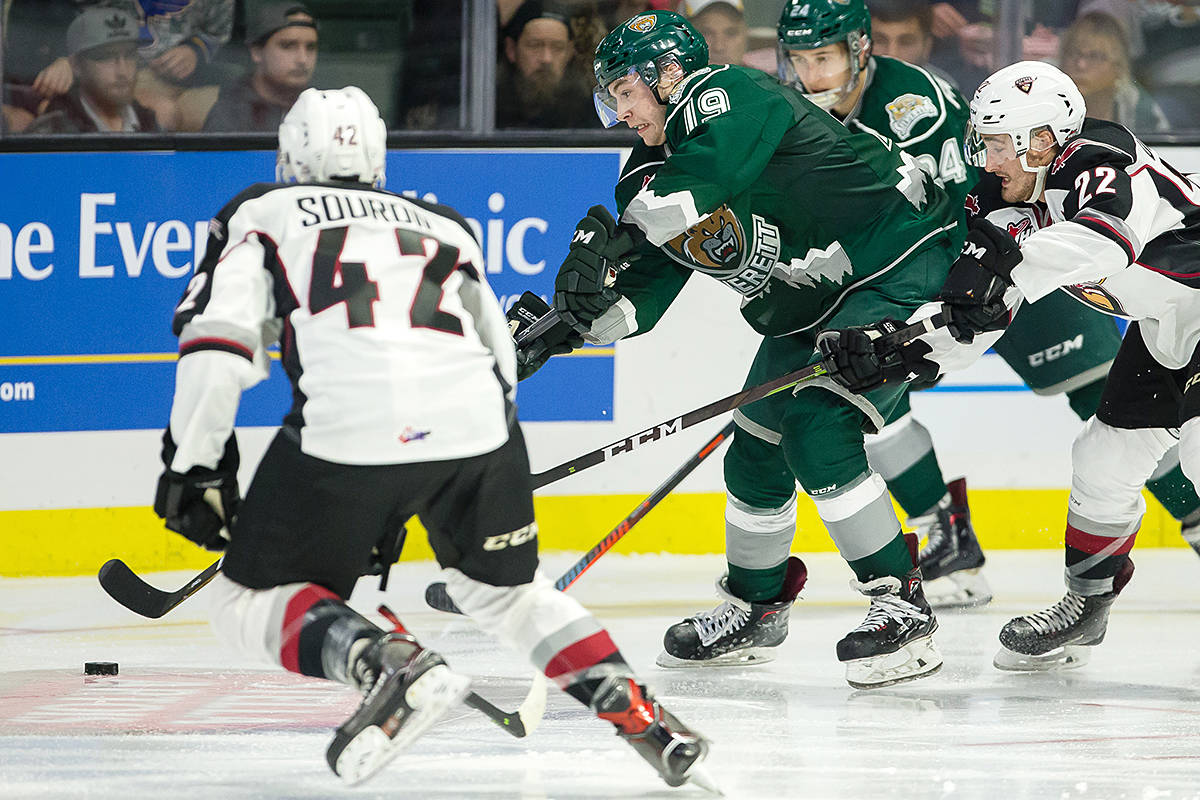 Giants defeat their Everett rivals Saturday in Washington, the second victory in as many days. (Christopher Mast/Everett Silvertips)