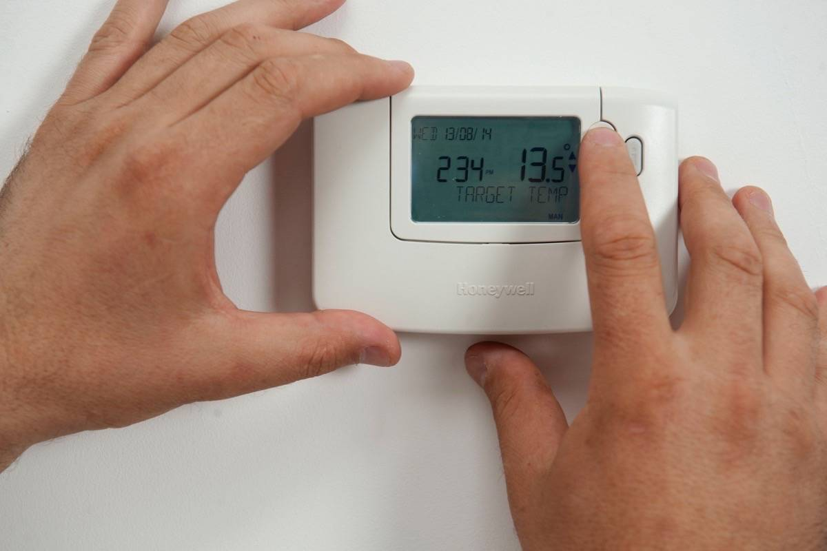 FortisBC is asking customers to turn down the thermostat and cut back on hot water use to preserve natural gas supply. (CORGI HomePlan/Flickr)