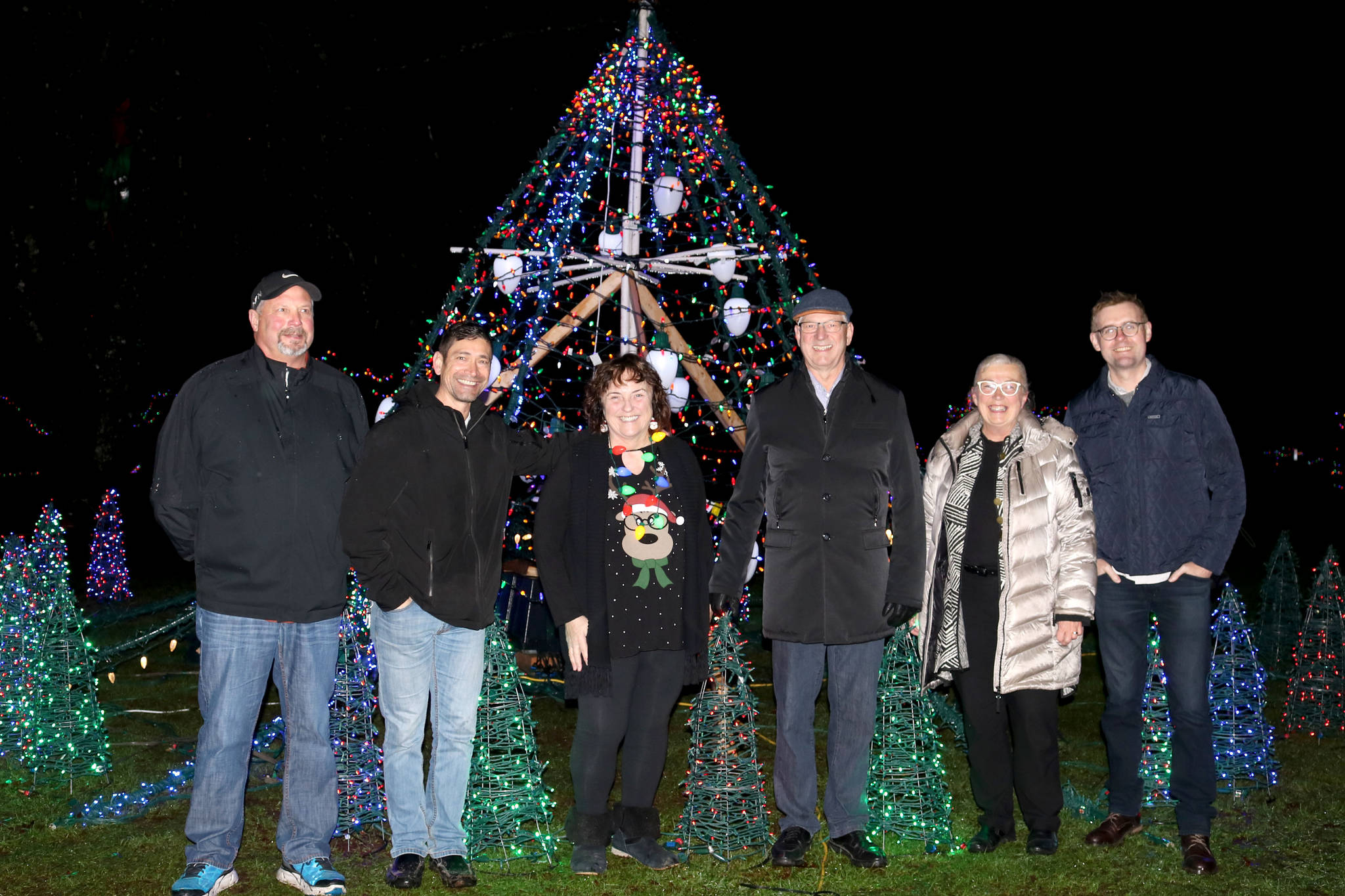 (left) Tab Buckner, Scott Johnson, Barb Sharp, mayor Jack Froese, counc. Kim Richter, counc. Eric Woodwards joined at the opening of Christmas in Williams Park. Miranda Fatur Black Press