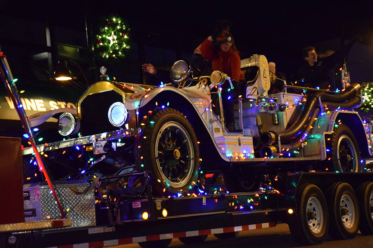 VIDEO: Surrey Santa Parade of Lights rolls through Cloverdale