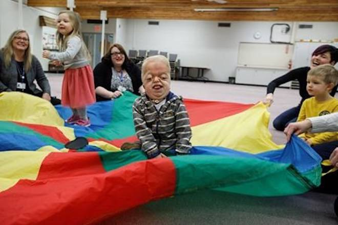 Porter Stanley takes part in the parachute game at preschool in Onoway, Alta., on Wednesday, November 7, 2018. THE CANADIAN PRESS/Jason Franson