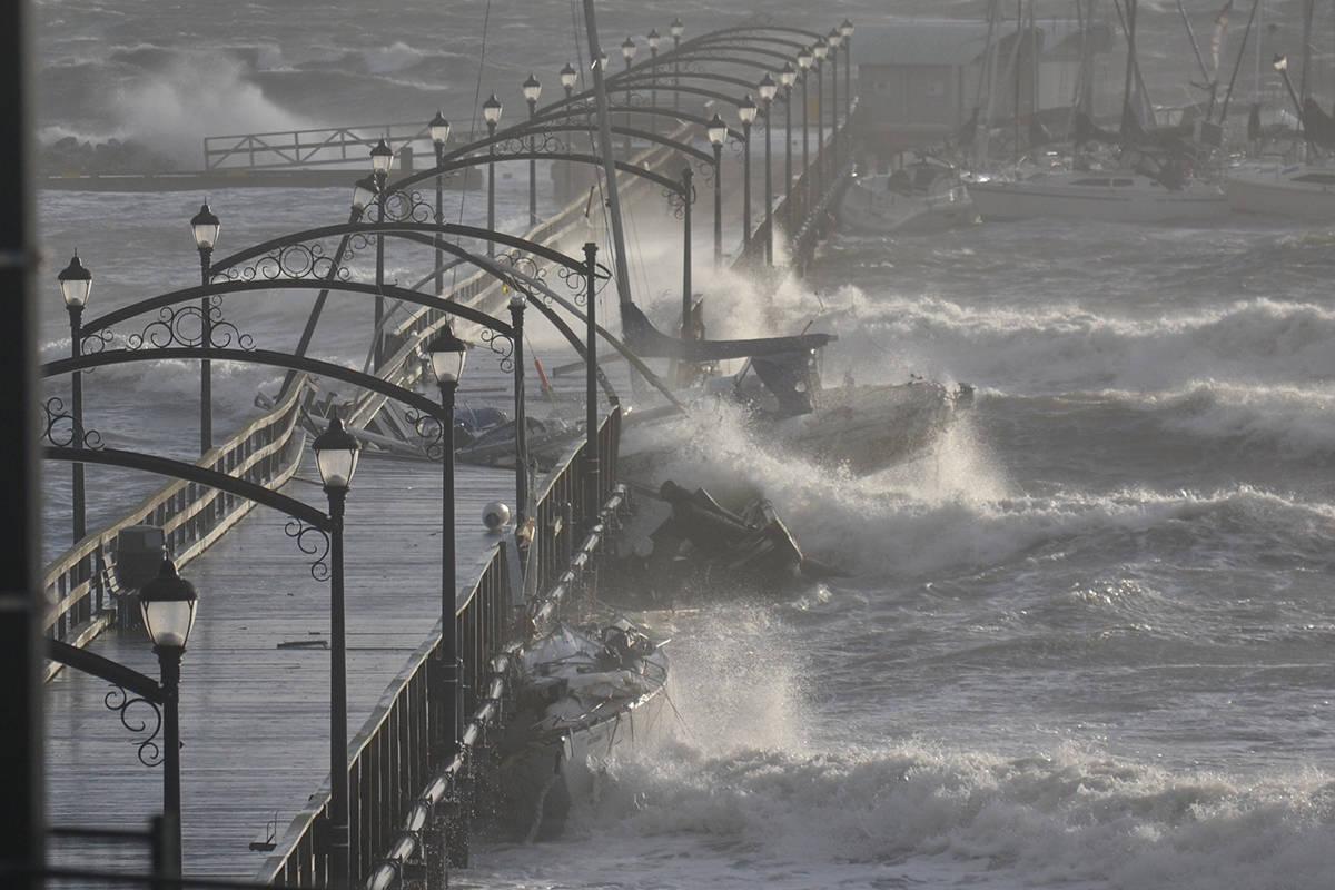 Clean-up, looting after White Rock pier breaks apart