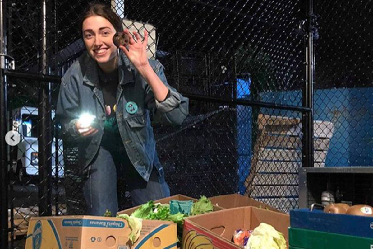 Elora Adamson shows off some recovered food. (Courtesy @dumpstermealz Instagram)