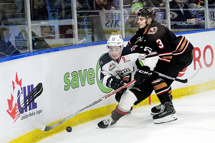 Vancouver Giants fell in a close game on home ice Friday evening against the Calgary Hitmen.