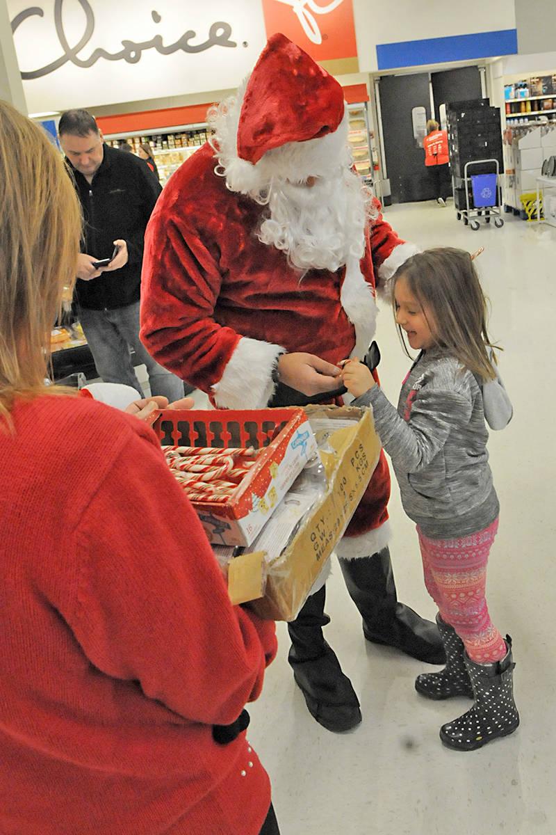 VIDEO: Santa walks aims to reduce holiday stress