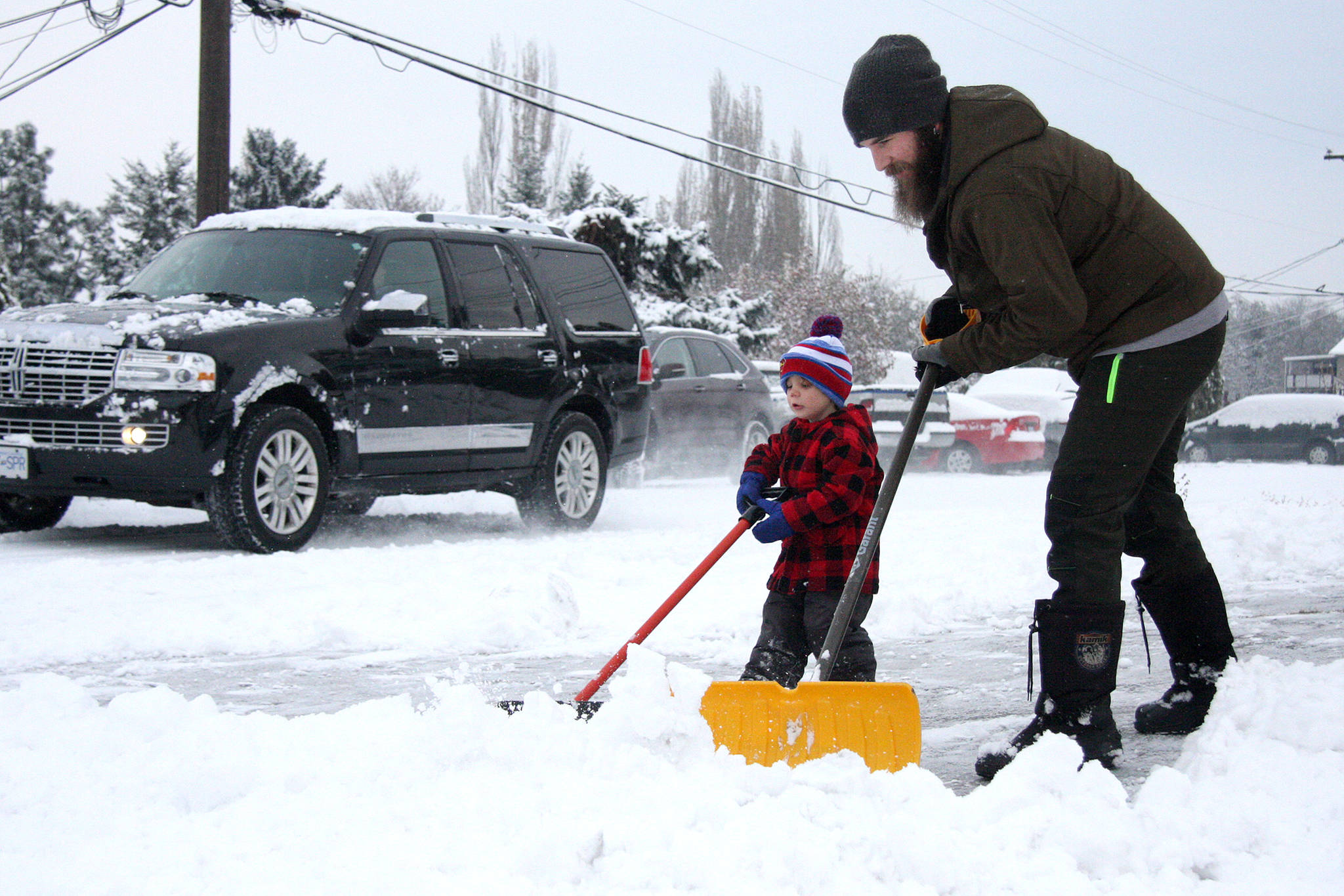 Snow shovel woes: How to avoid injuries in the day-to-day of winter