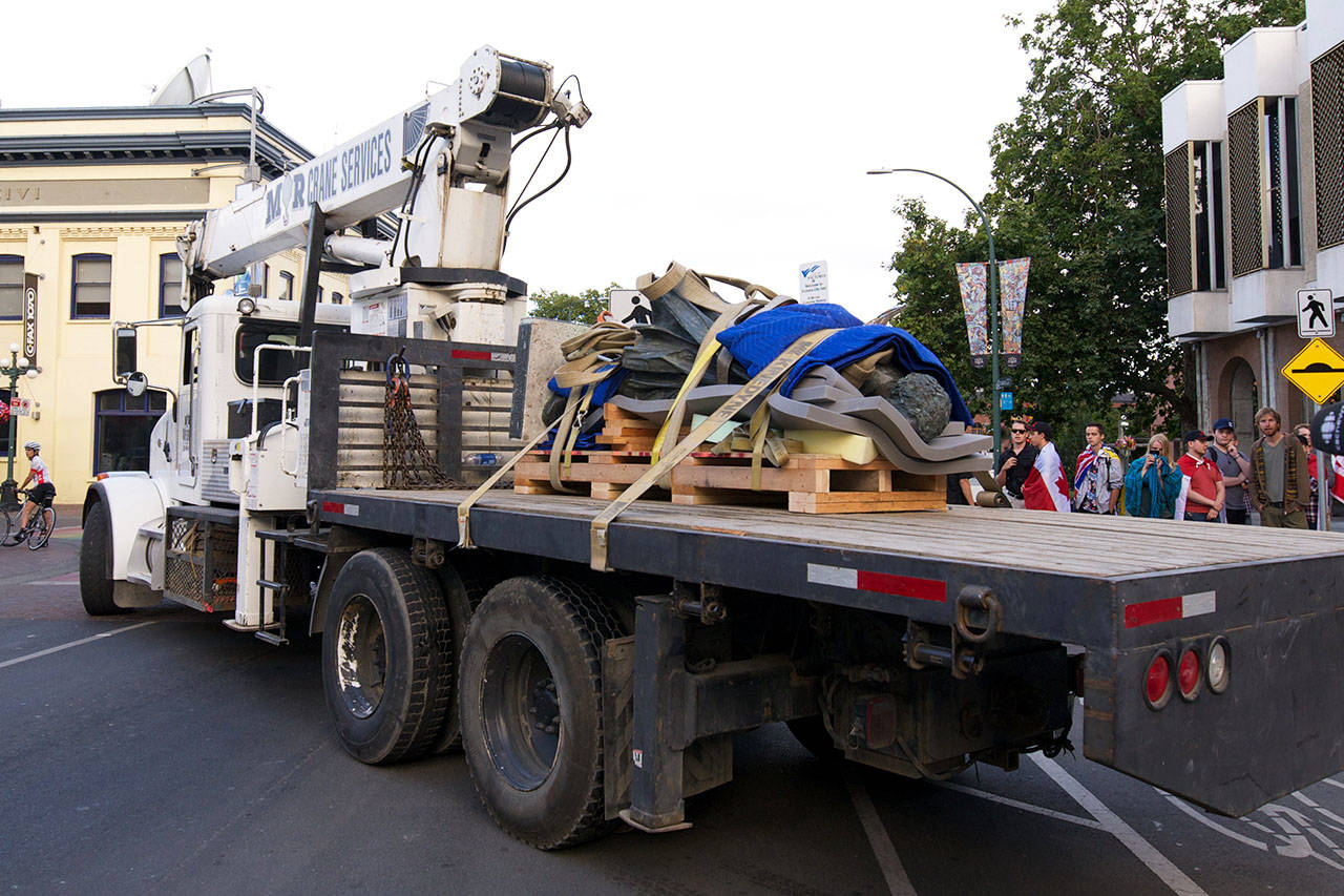 People shouted in protest and cheered in joy as the Sir John A. Macdonald statue was removed from Victoria's City Hall on Aug. 11, 2018 (Nicole Crescenzi/News Staff)