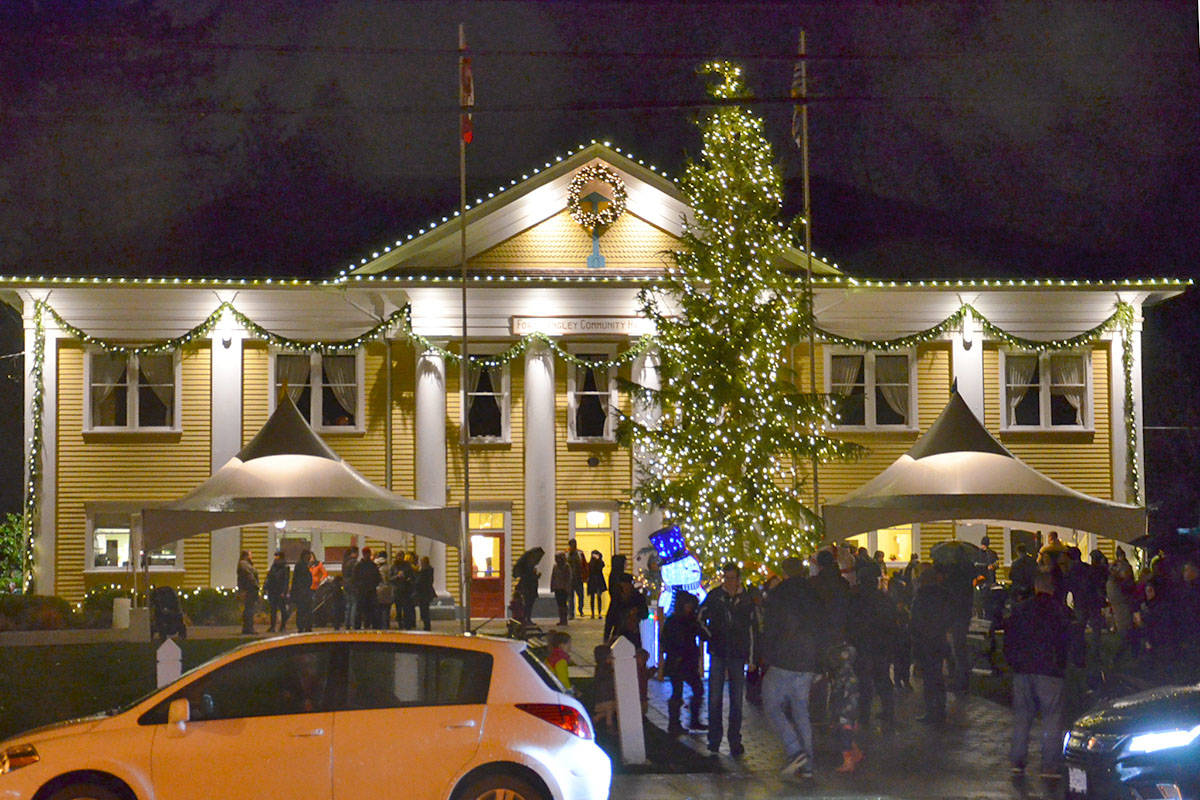 VIDEO: Fort Langley tree lighting shows village is ready for the holidays