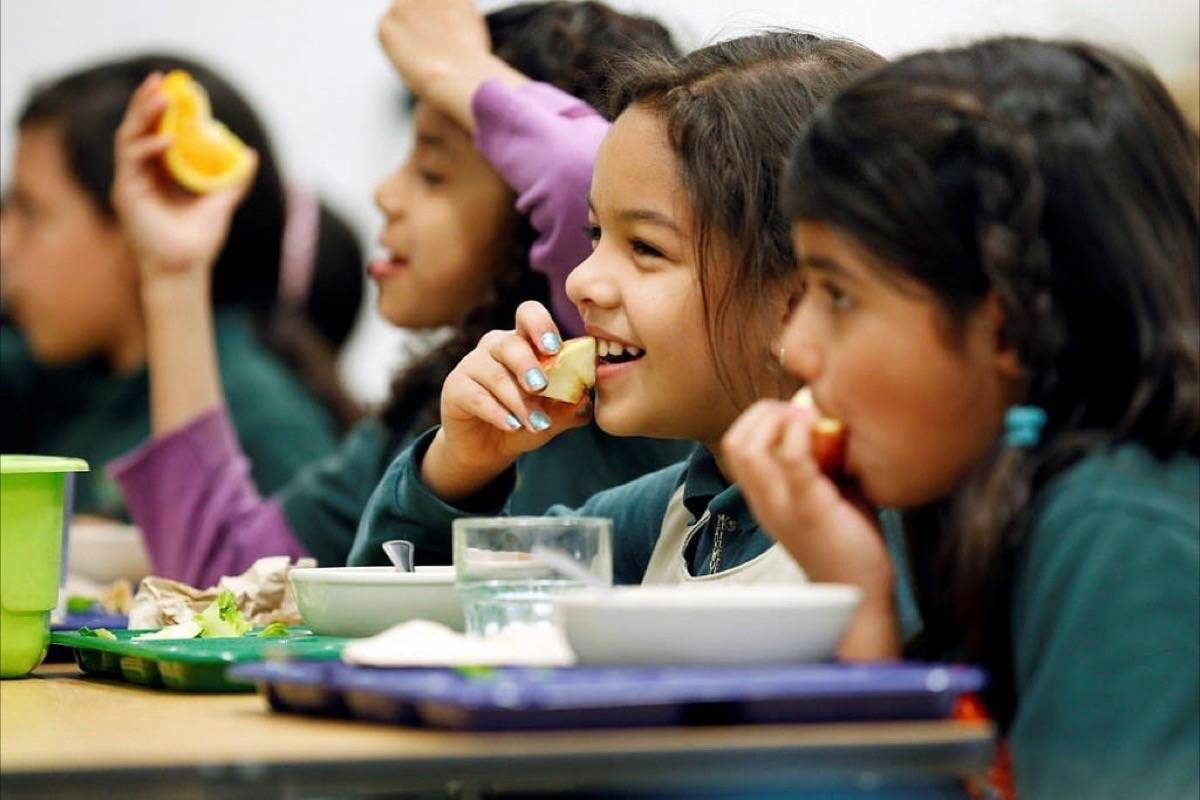 A petition is asking the province to extend lunch eating time at B.C. elementary schools to 35 minutes, giving kids more time to eat and instilling healthier eating habits in the process. (Flickr photo)