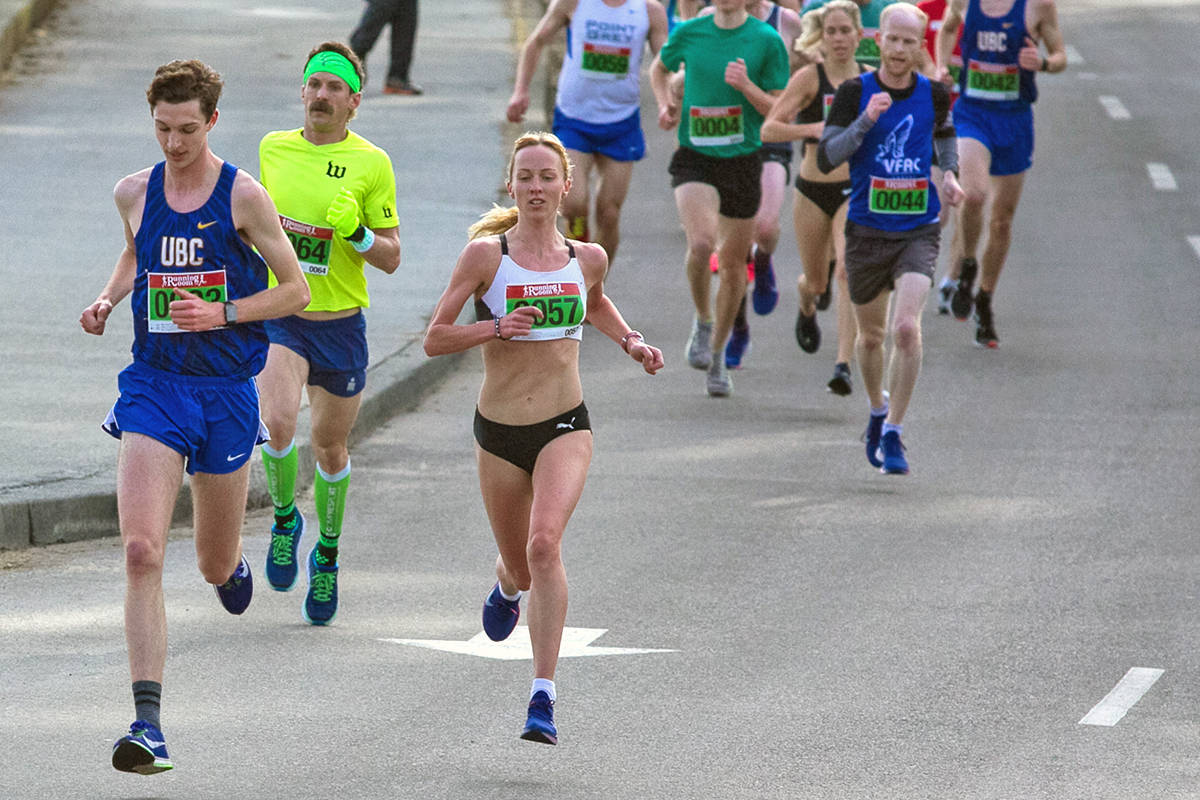 Sarah Inglis, en route to setting a Canadian women's record in the 5K run. Mynor Campos photo