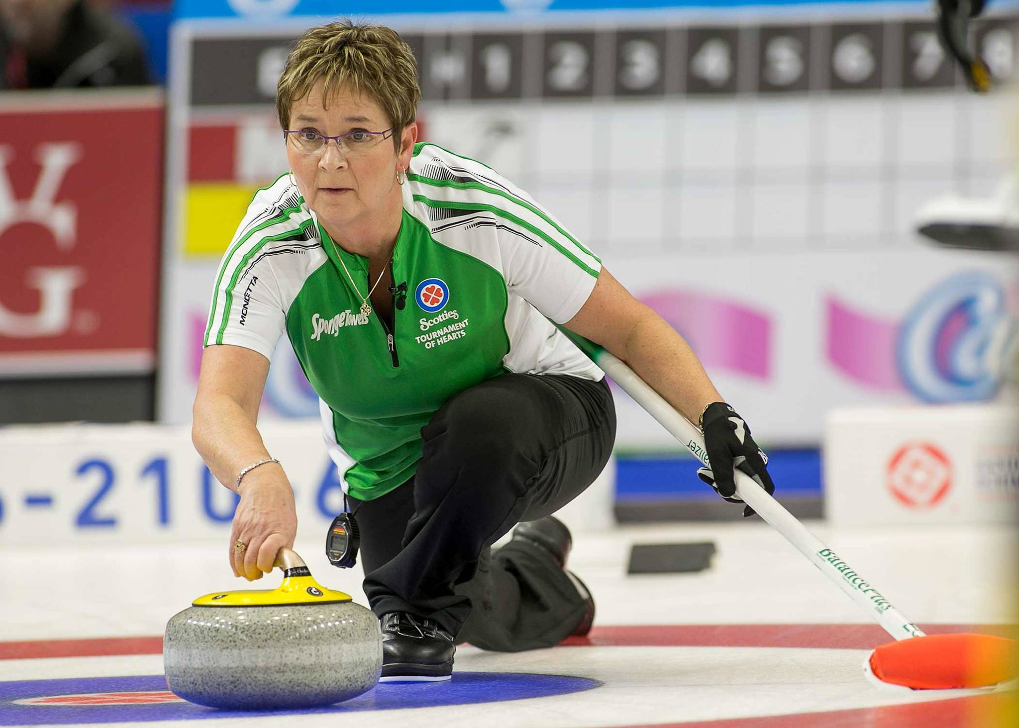Top Canadian curlers clash at 2019 Everest senior men's and women's championships