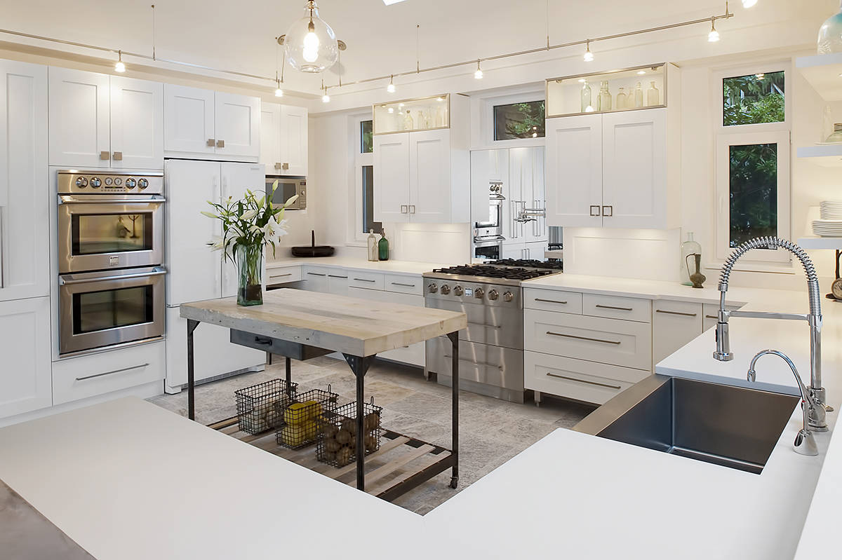 Achieving a kitchen that serves both form and function starts with an experienced designer who understands today's products, innovations, space-saving ideas and design that stand the test of time.
