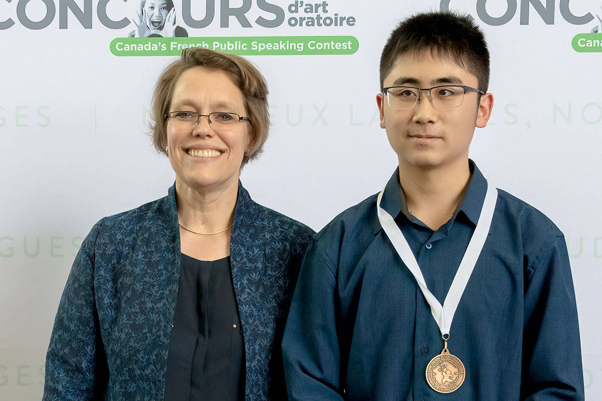 Kevin Zhang of École Walnut Grove Secondary (with SFU Faculty of Arts Director Bettina Cenerelli), placed third in Grade 9 Immersion.