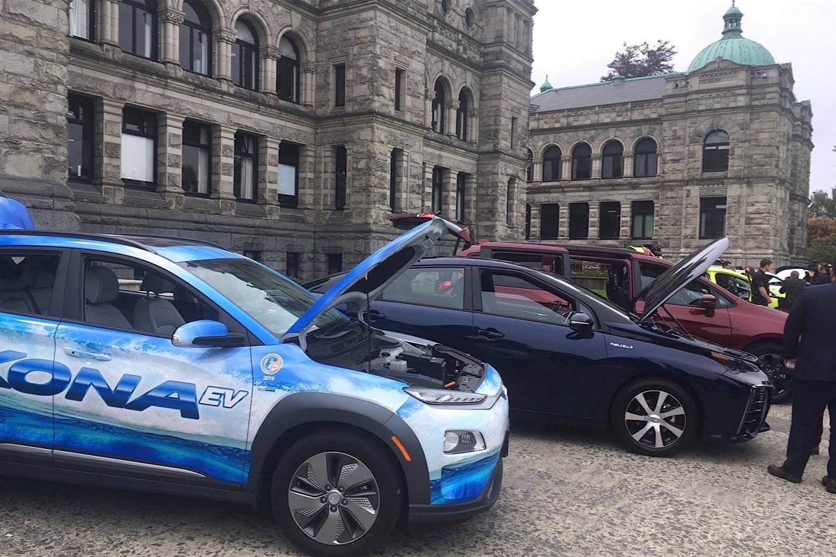 New electric and hydrogen fuel cell vehicles are offered for test drives at the B.C. legislature, May 13, 2019. (Tom Fletcher/Black Press)