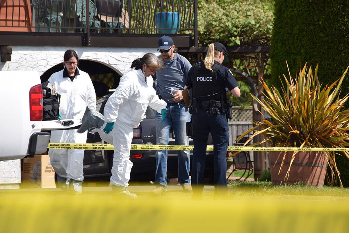 "Investigators, here seen Saturday, are continuing their investigation of a ���very violent struggle"" in Brentwood Bay. (Keri Coles/Victoria News)"
