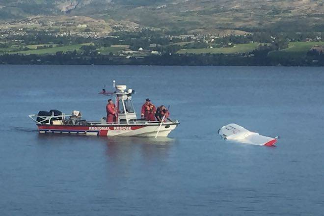 Emergency responders continue their efforts to pull the overturned plane from the lake on Monday evening. (Laryn Gilmour - Kelowna Capital News)