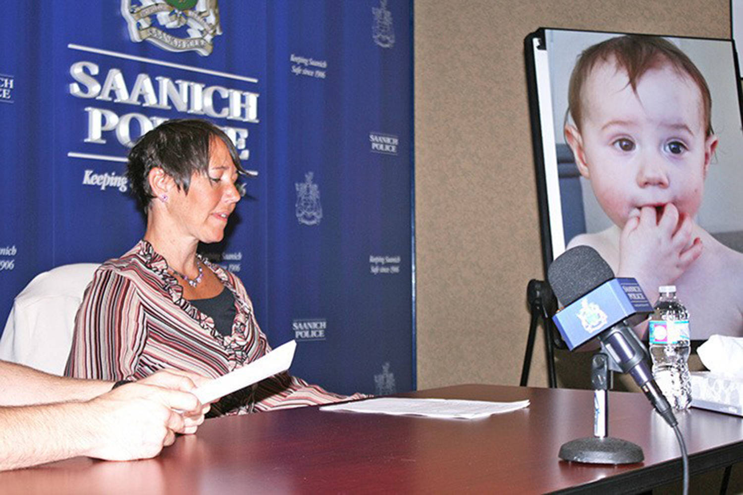 In 2016, an emotionally distressed Tasha Brown speaks to reporters about the whereabouts of her daughter Kaydance Paige Etchells. (Black Press Media)