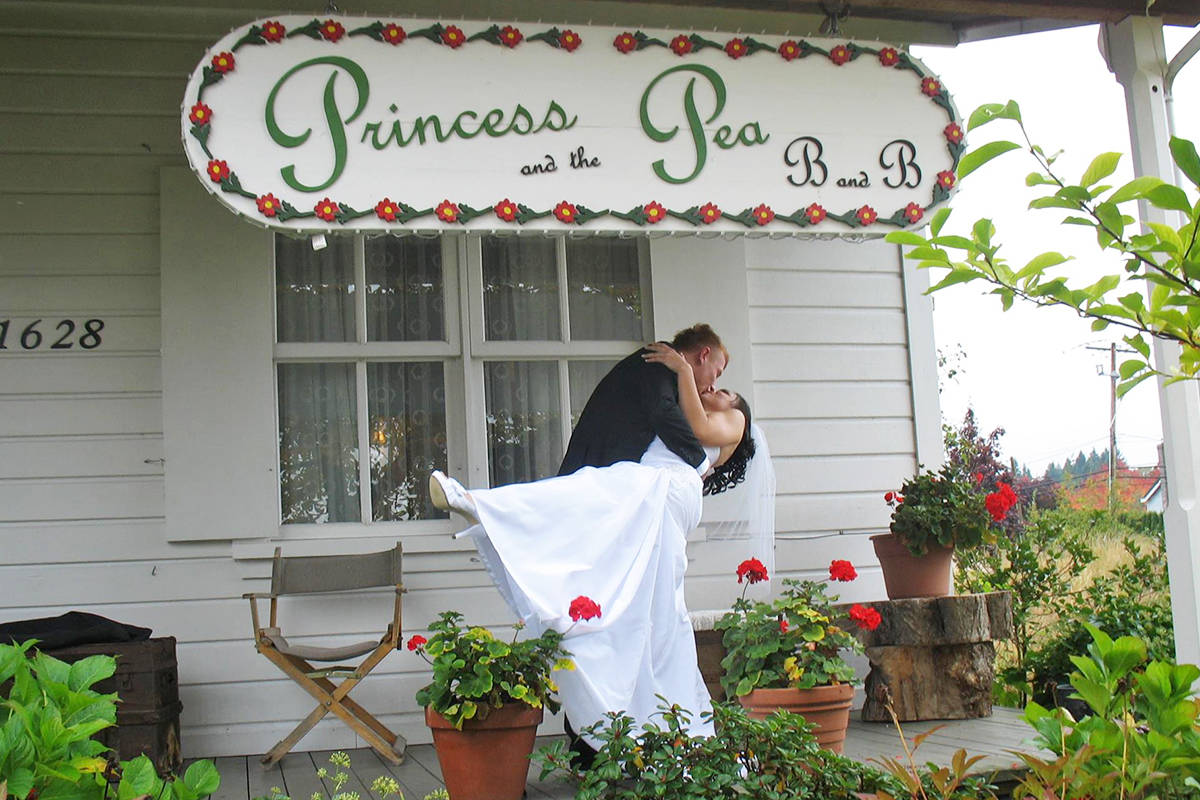 Have your special photos taken on the veranda or other picturesque spots on the Princess and the Pea B&B site.