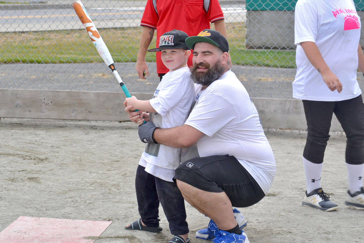 Jason O'Riley (right) helped his five-year-old son Sylas (left) hit a home run this weekend, as part of a tournament fundraising effort for Sylas' cancer treatment costs. (Sarah Grochowski photo)