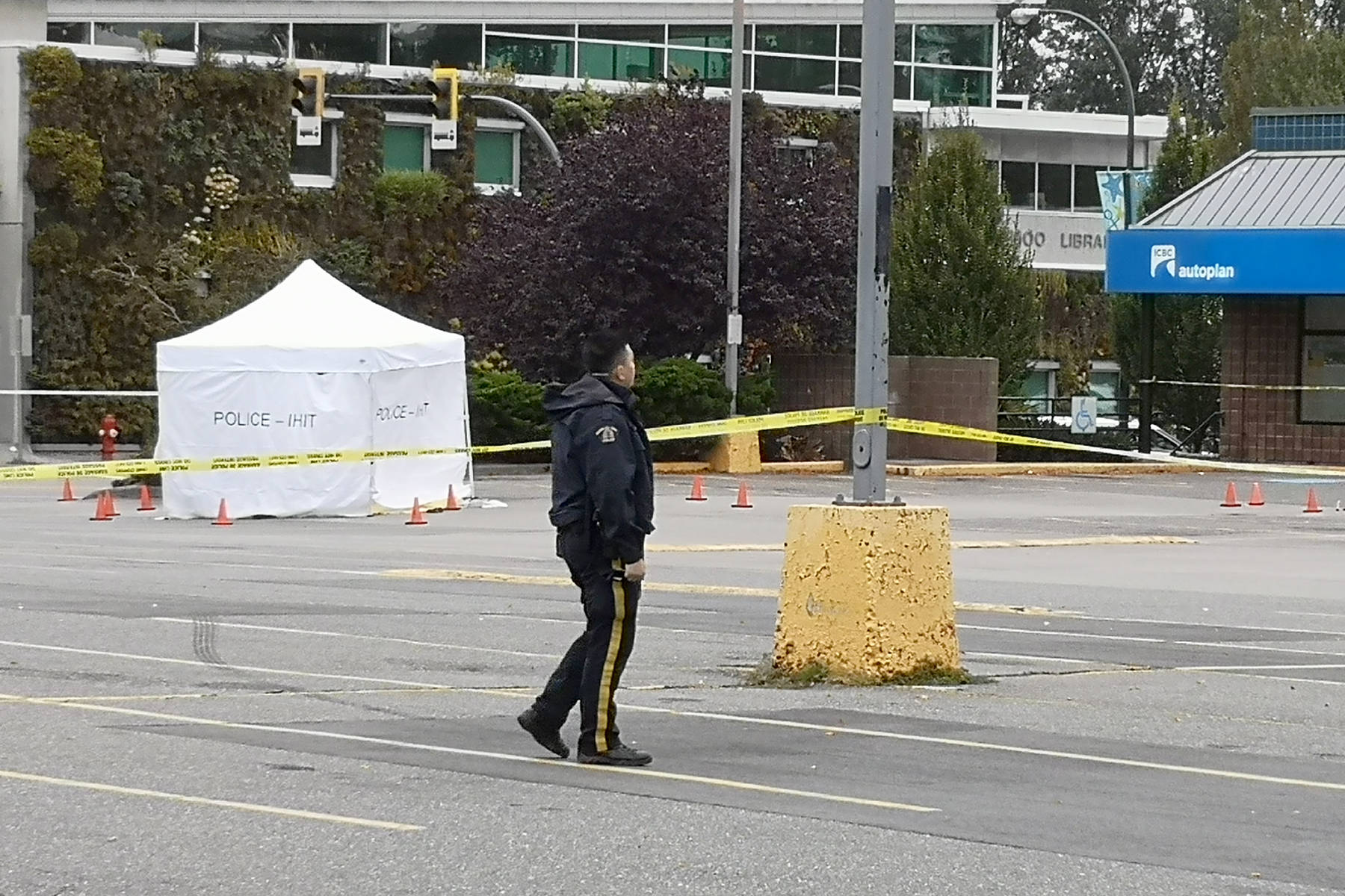 Surrey RCMP and IHIT are on the scene of a stabbing in South Surrey that left one man dead. (Tracy Holmes photo)