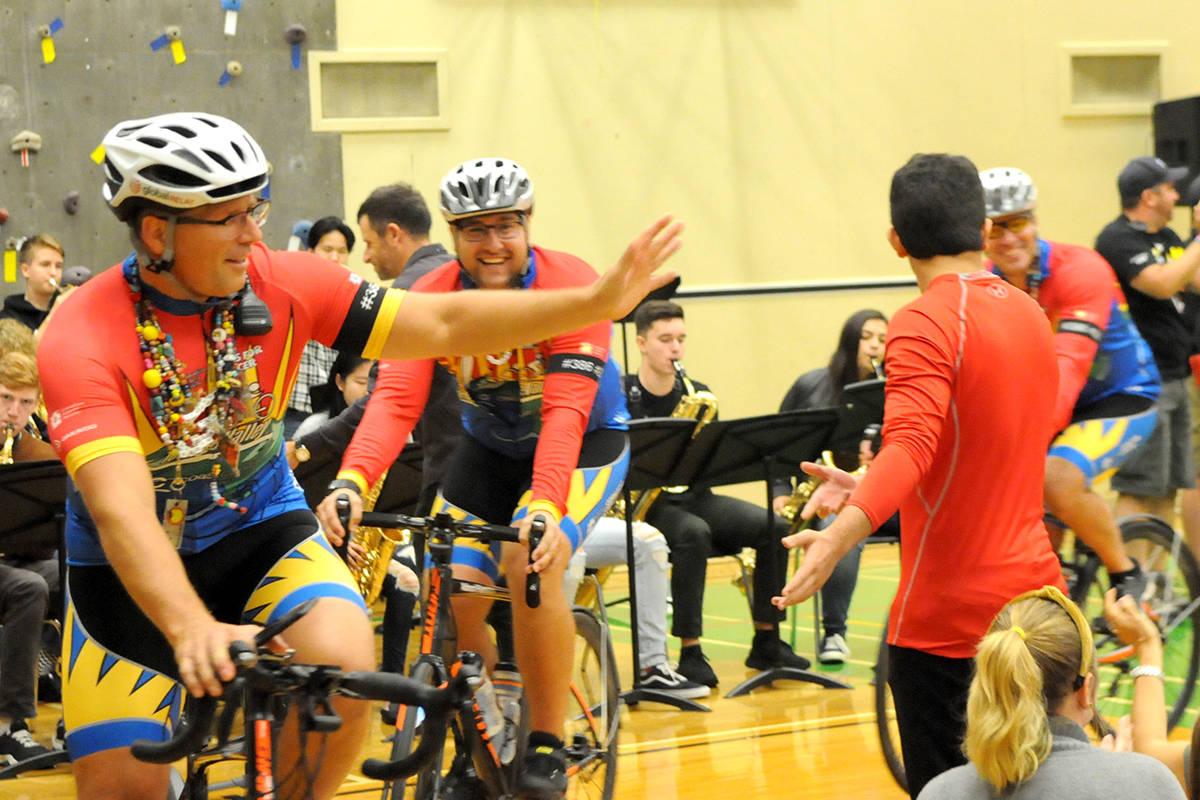 """VIDEO: Cops for Cancer """"Tour de Valley"""" sees 26 riders depart on 800 km cycle"""