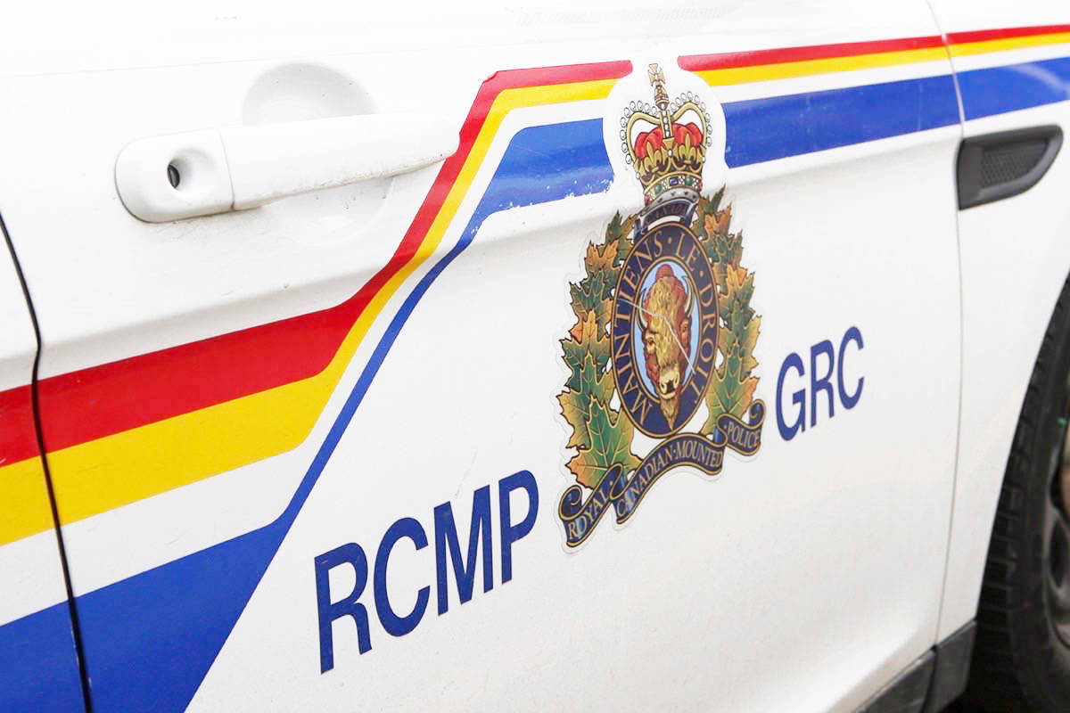 Kelowna RCMP received a report of a duffle bag found in the back alley of Lawrence Avenue near Burtch Road on Thursday afternoon. A nearby resident observed the bag on the ground and upon investigating its contents, located what appeared to be a sawed-off shot gun. (File Photo)