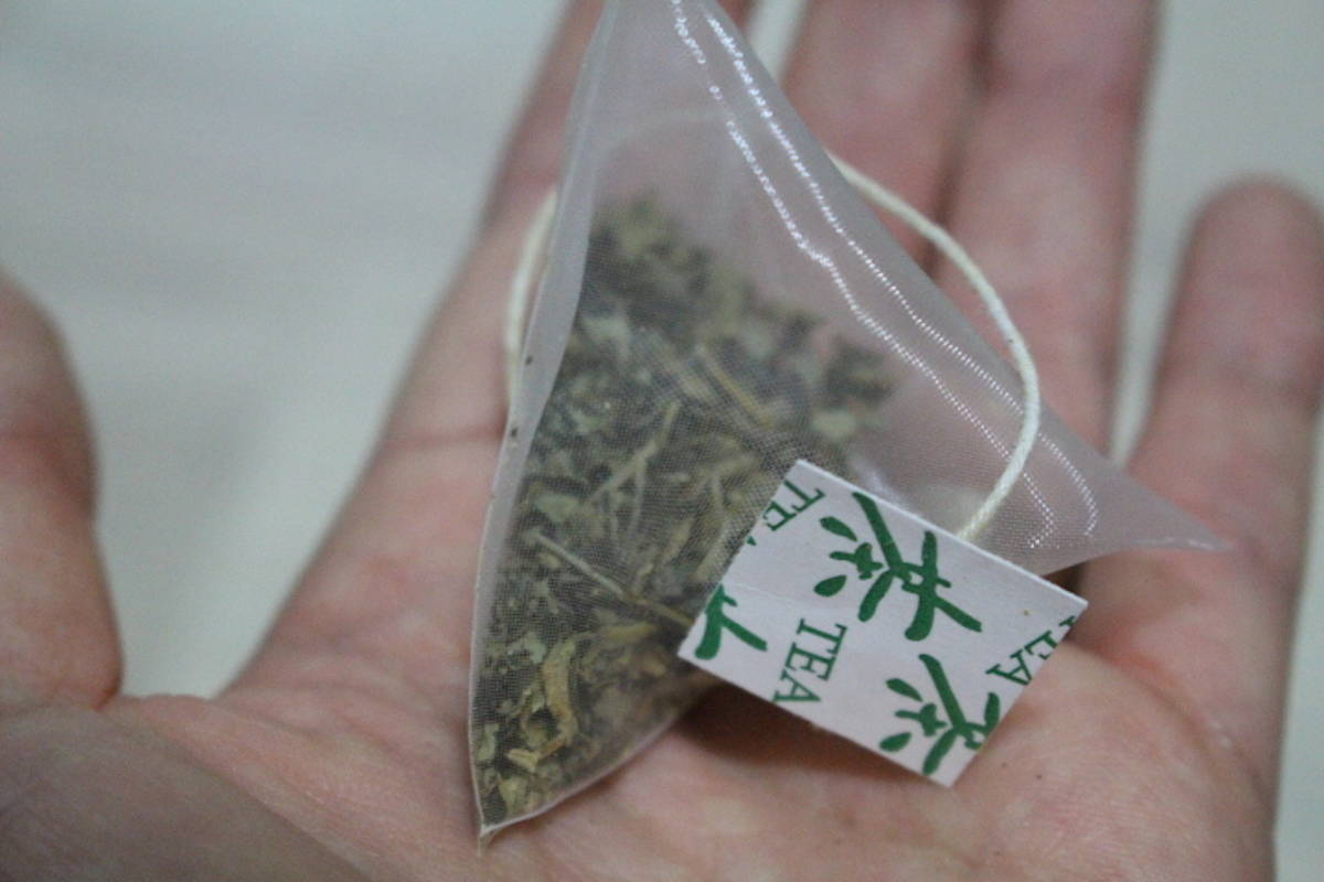 Plastic tea bags like this one leach billions of microplastics into each cup of tea, according to a new study. (Wikimedia Commons)