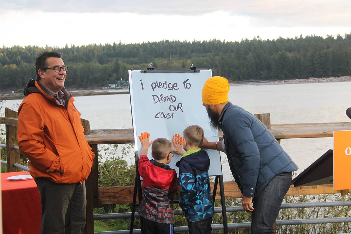 Jagmeet Singh, Bob Chamberlin pledge to defend the coast (Cole Schisler photo)